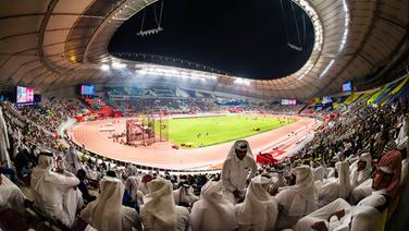 Zuschauer des Khalifa International Stadium © imago images / Bildbyran