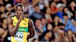 Usain Bolt legt den Zeigefinger an den Mund. © picture alliance / ZUMA Press Fotograf: Chen Xiaowei